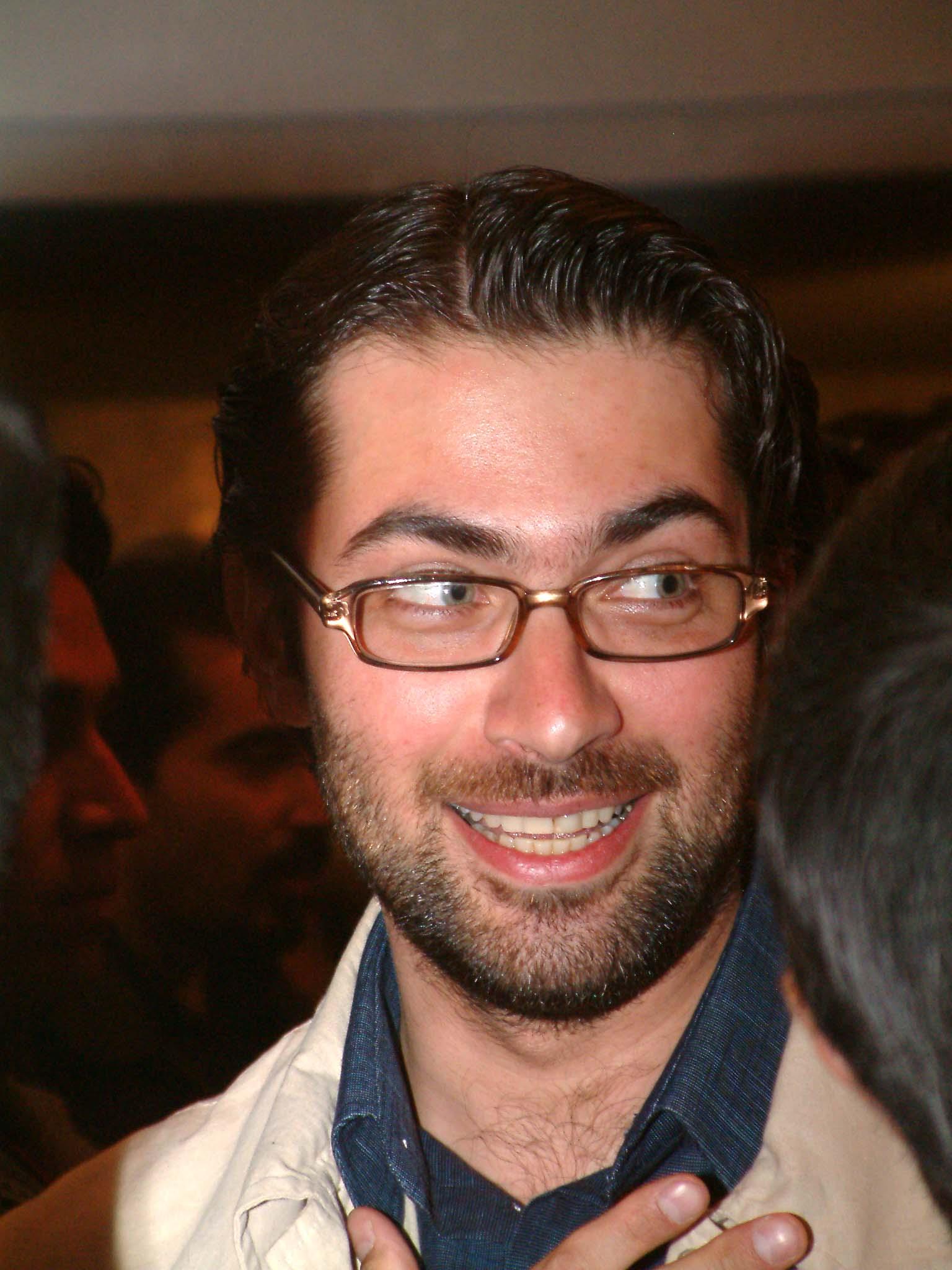 http://cinemapars.persiangig.com/Persian%20Actor/09%20Parsa%20Piroozfar/Parsa_Piroozfar02.JPG